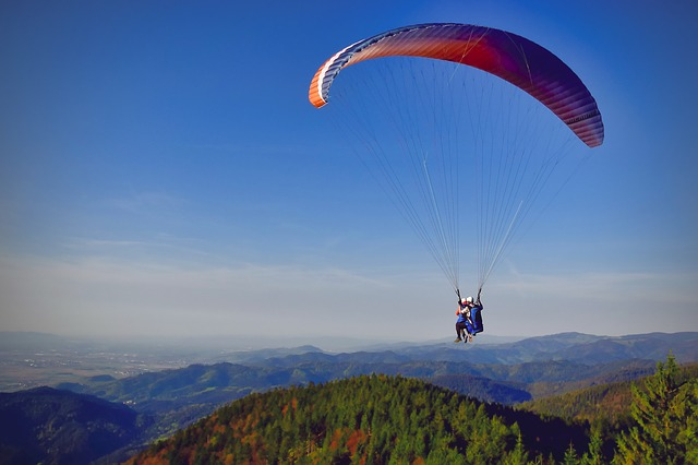 paragliding-3338748_640