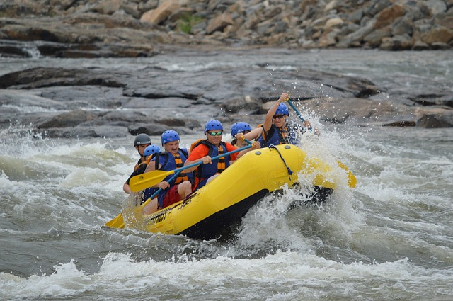 rafting-444743_640